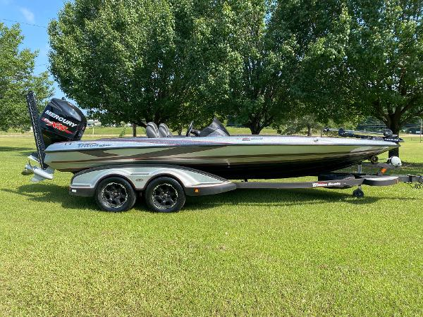 2017 Triton boat for sale, model of the boat is 21 TRX & Image # 2 of 27