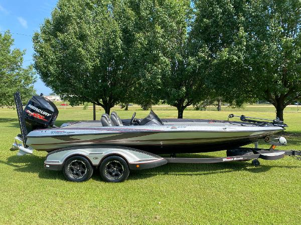 2017 Triton boat for sale, model of the boat is 21 TRX & Image # 15 of 27