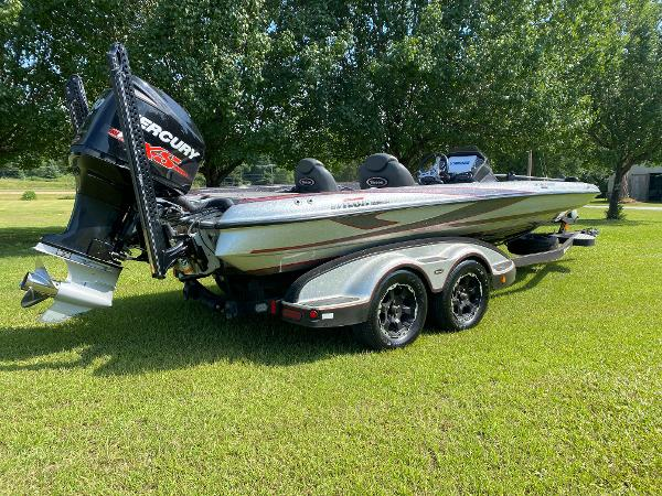2017 Triton boat for sale, model of the boat is 21 TRX & Image # 6 of 27