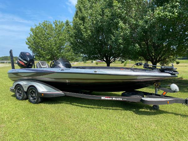 2017 Triton boat for sale, model of the boat is 21 TRX & Image # 14 of 27