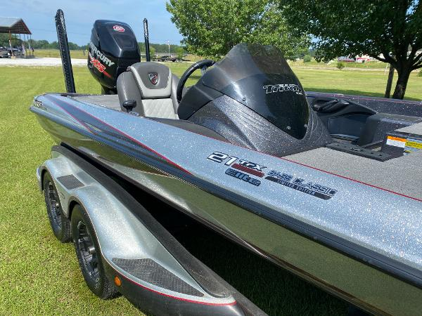 2017 Triton boat for sale, model of the boat is 21 TRX & Image # 3 of 27