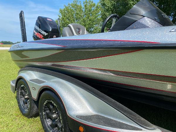 2017 Triton boat for sale, model of the boat is 21 TRX & Image # 16 of 27