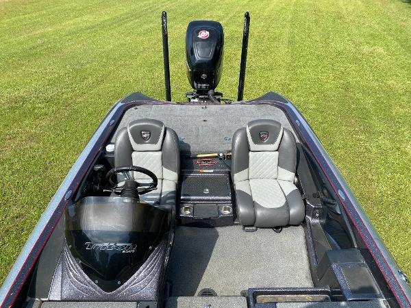 2017 Triton boat for sale, model of the boat is 21 TRX & Image # 5 of 27