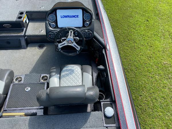 2017 Triton boat for sale, model of the boat is 21 TRX & Image # 10 of 27