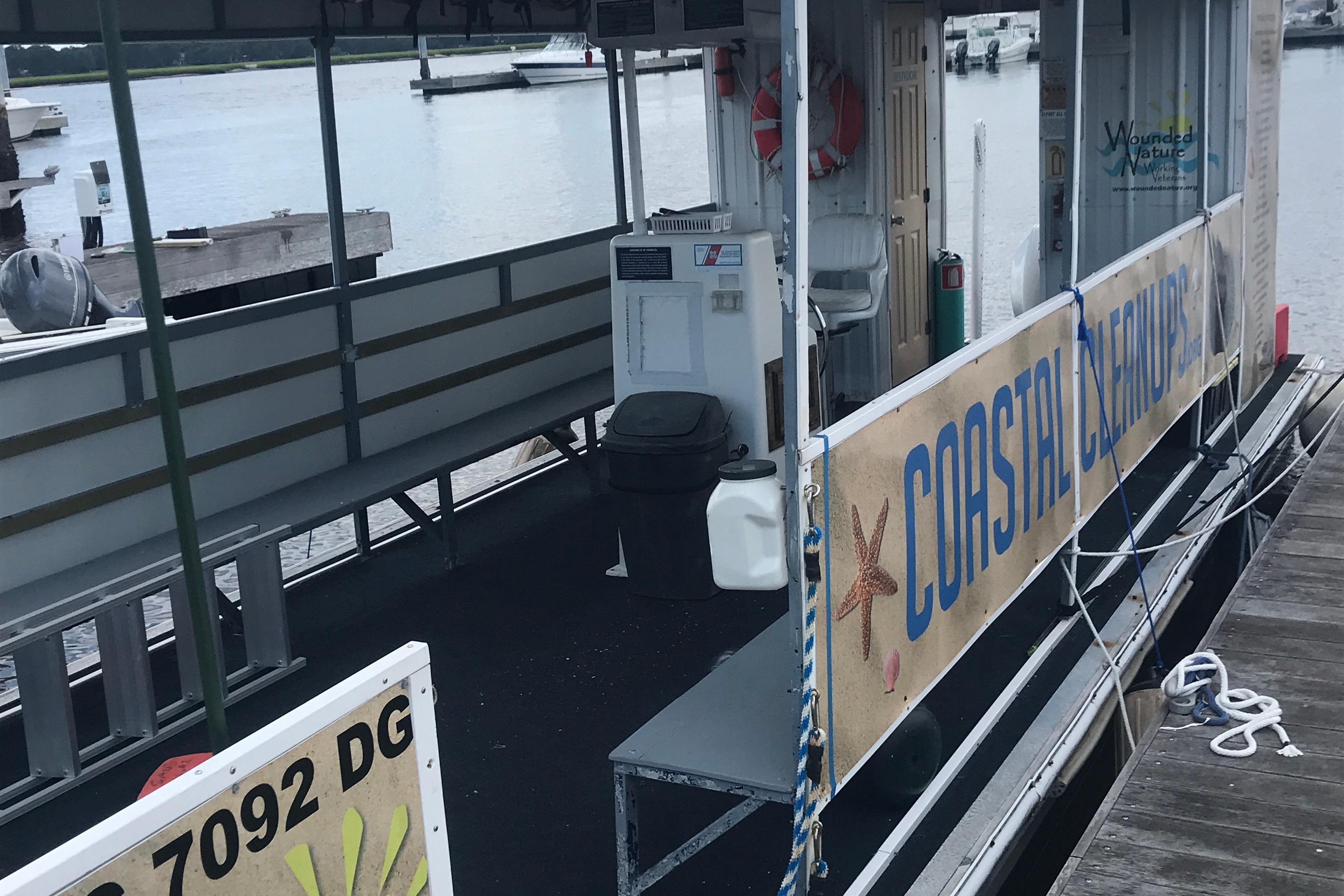 Southern Star 32 Commerical Catamaran - Port side boarding gate