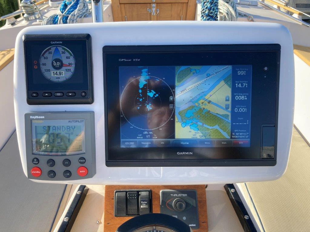 Radar, chart plotter, auto pilot and bow thruster