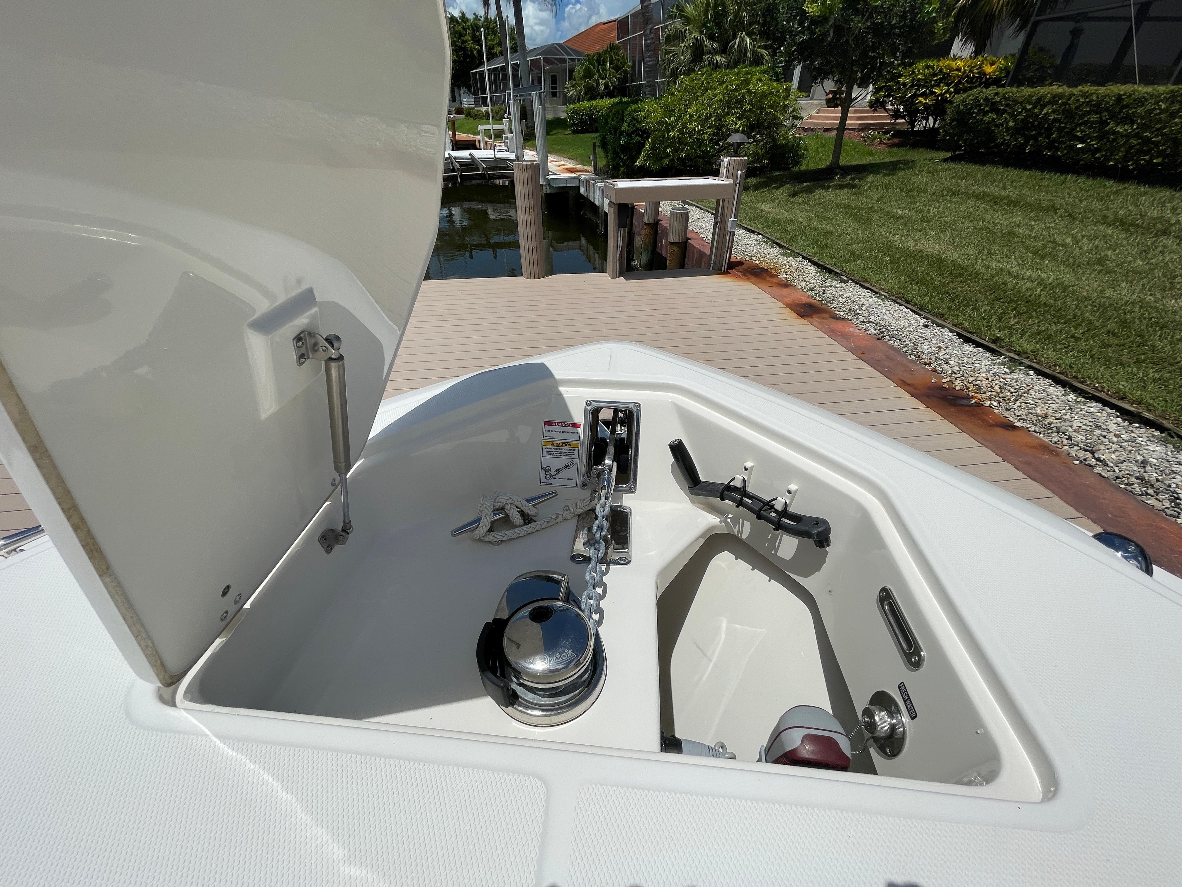 Low profile windlass