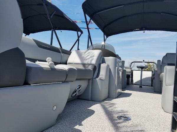 2021 Veranda boat for sale, model of the boat is VR22RC Package Tri-Toon & Image # 2 of 23