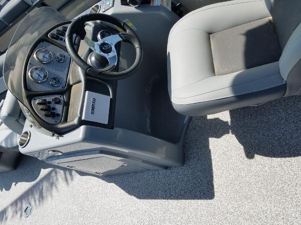 2021 Veranda boat for sale, model of the boat is VR22RC Package Tri-Toon & Image # 3 of 23
