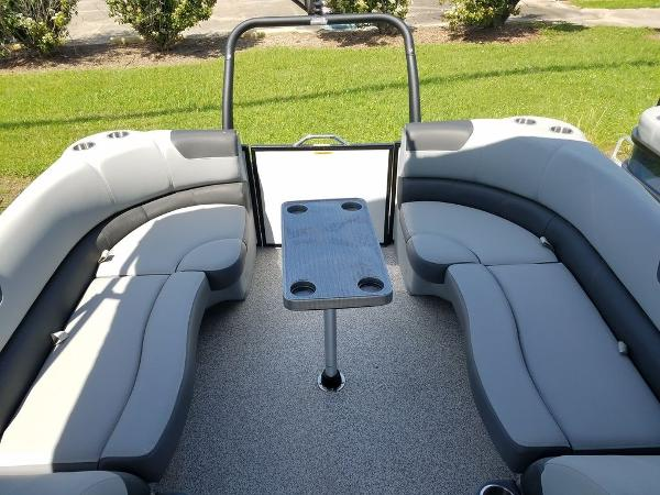 2021 Veranda boat for sale, model of the boat is VR22RC Package Tri-Toon & Image # 4 of 23