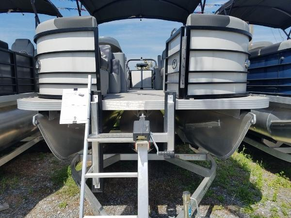 2021 Veranda boat for sale, model of the boat is VR22RC Package Tri-Toon & Image # 7 of 23