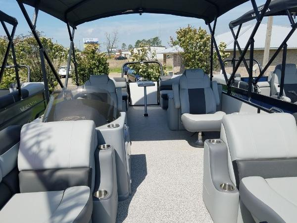 2021 Veranda boat for sale, model of the boat is VR22RC Package Tri-Toon & Image # 8 of 23