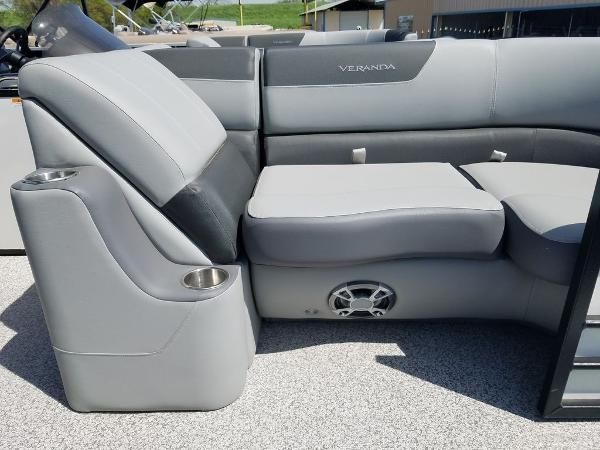 2021 Veranda boat for sale, model of the boat is VR22RC Package Tri-Toon & Image # 9 of 23