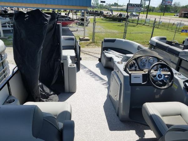 2021 Veranda boat for sale, model of the boat is VR22RC Package Tri-Toon & Image # 10 of 23