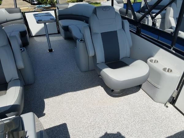 2021 Veranda boat for sale, model of the boat is VR22RC Package Tri-Toon & Image # 11 of 23