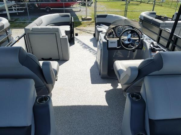 2021 Veranda boat for sale, model of the boat is VR22RC Package Tri-Toon & Image # 14 of 23