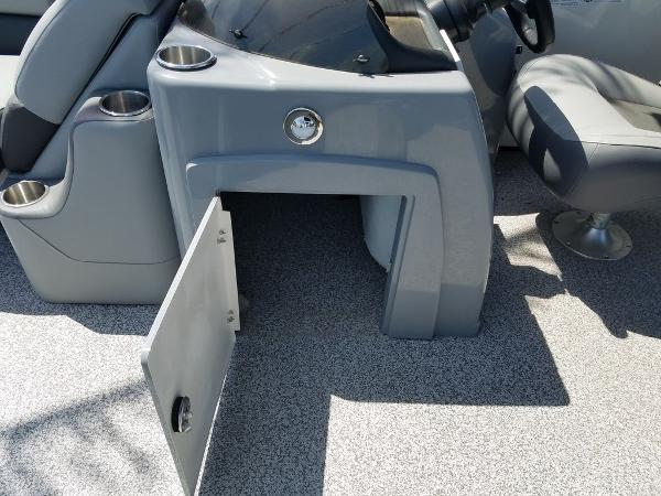 2021 Veranda boat for sale, model of the boat is VR22RC Package Tri-Toon & Image # 22 of 23