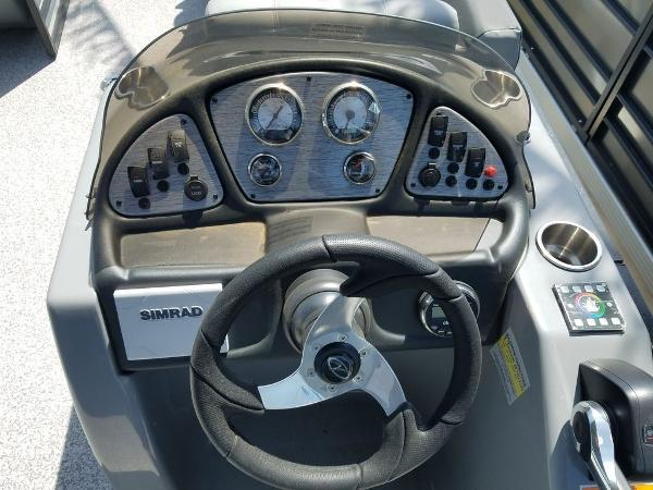 2021 Veranda boat for sale, model of the boat is VR22RC Package Tri-Toon & Image # 23 of 23