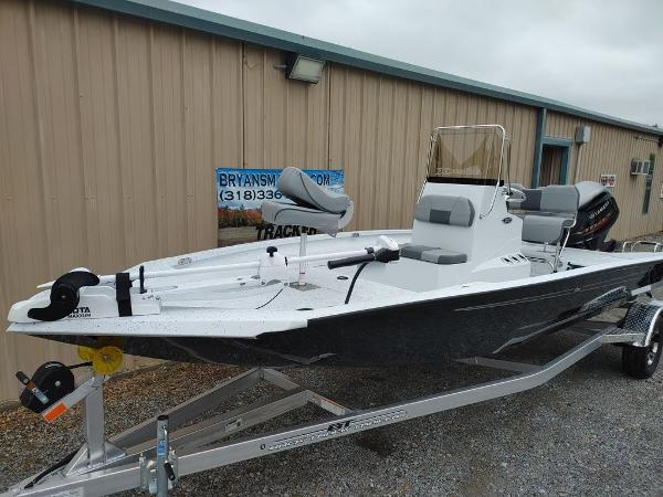 2020 Xpress boat for sale, model of the boat is H20B & Image # 6 of 11