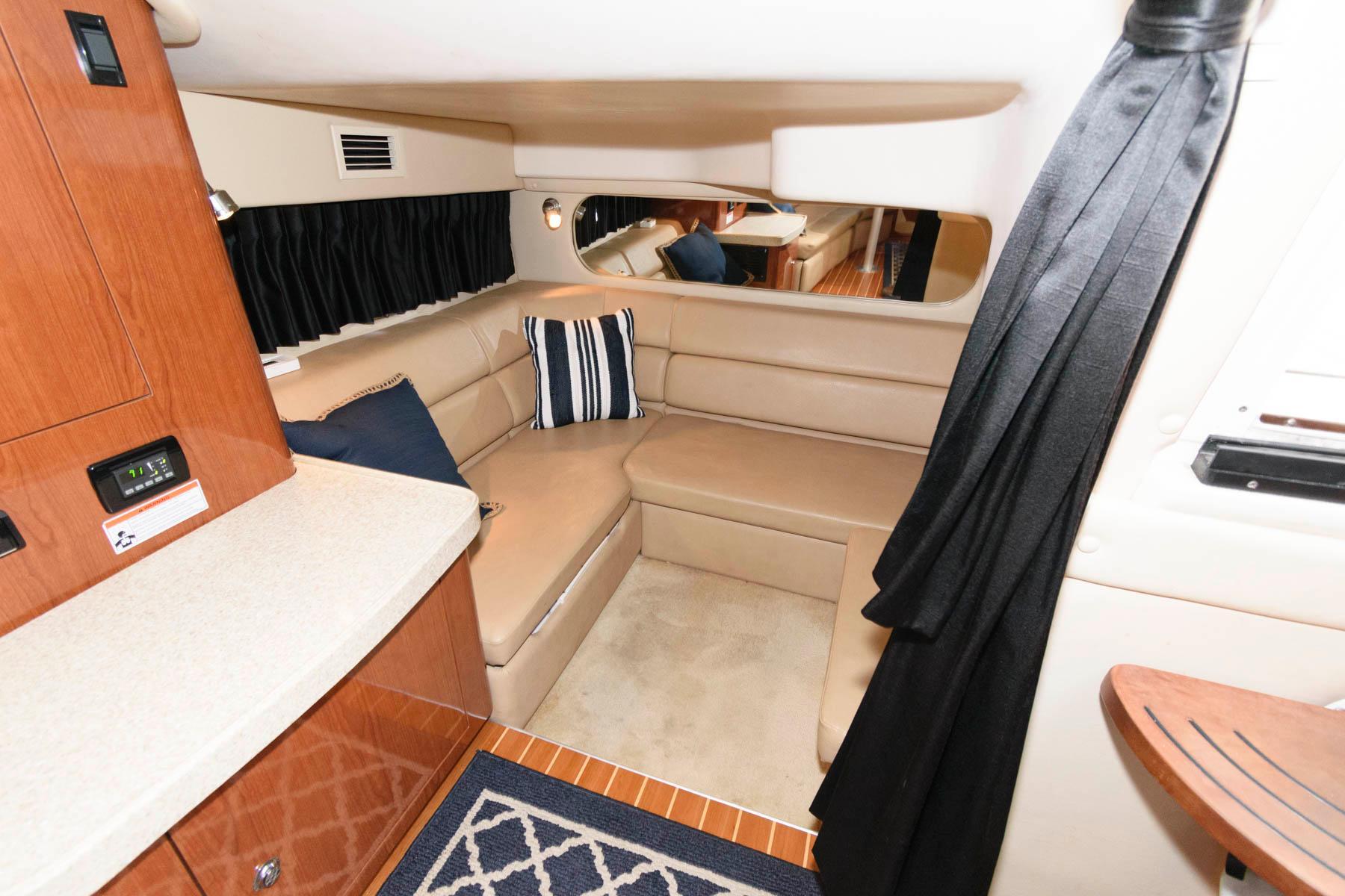 M 6528 TW Knot 10 Yacht Sales