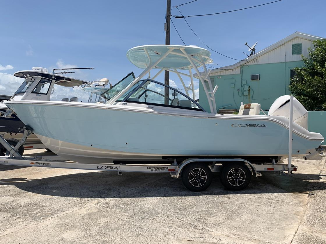 2020 COBIA BOATS 240 DC