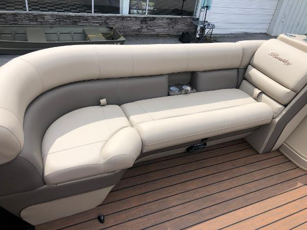 2021 Bentley boat for sale, model of the boat is Elite 253 Admiral & Image # 15 of 32
