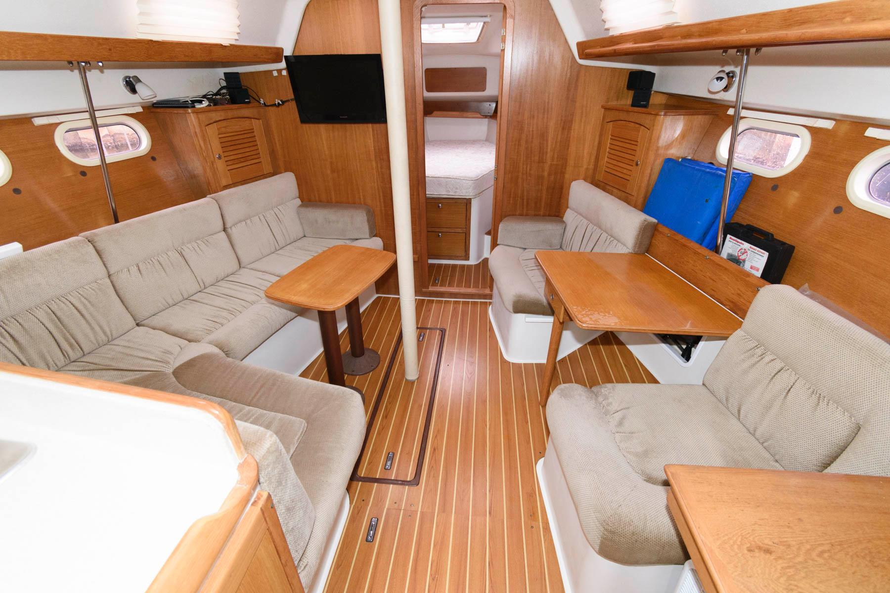 F 5894 SK Knot 10 Yacht Sales