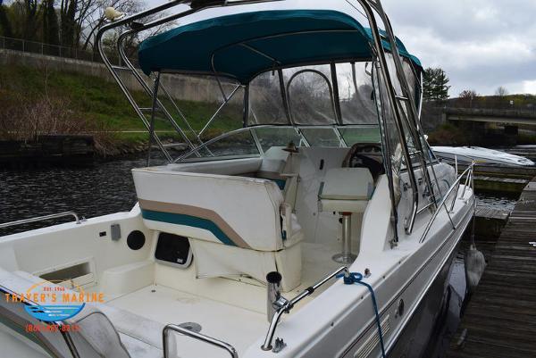 1996 Rinker boat for sale, model of the boat is Fiesta Vee 265 & Image # 4 of 62