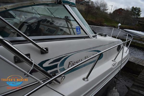1996 Rinker boat for sale, model of the boat is Fiesta Vee 265 & Image # 10 of 62