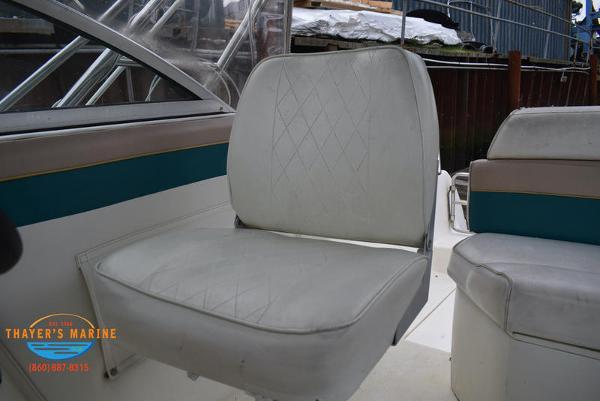 1996 Rinker boat for sale, model of the boat is Fiesta Vee 265 & Image # 32 of 62