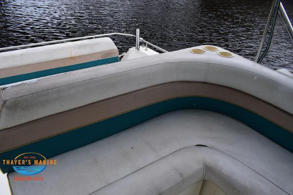 1996 Rinker boat for sale, model of the boat is Fiesta Vee 265 & Image # 35 of 62