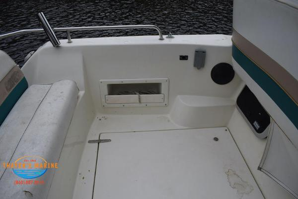 1996 Rinker boat for sale, model of the boat is Fiesta Vee 265 & Image # 39 of 62