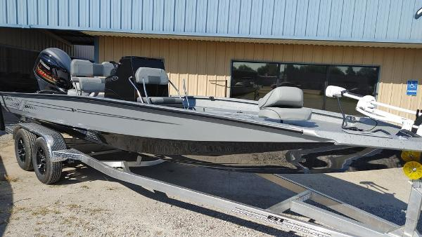 2021 Xpress boat for sale, model of the boat is H22B & Image # 2 of 10
