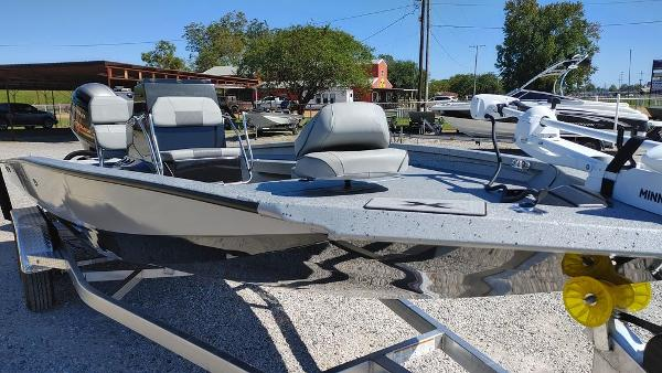 2021 Xpress boat for sale, model of the boat is H22B & Image # 3 of 10
