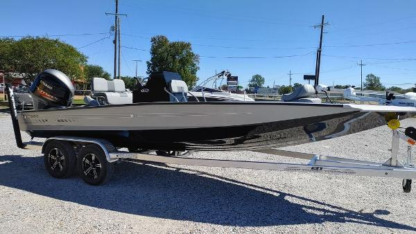 2021 Xpress boat for sale, model of the boat is H22B & Image # 8 of 10