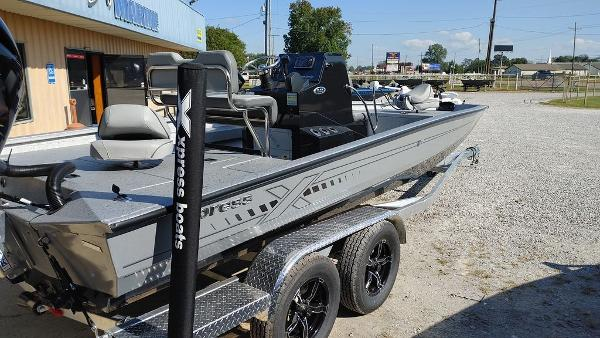 2021 Xpress boat for sale, model of the boat is H22B & Image # 9 of 10
