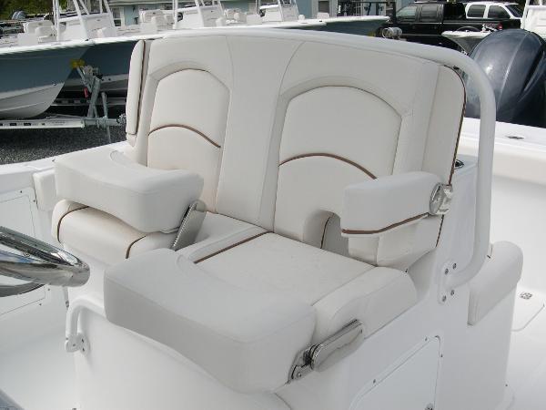 Gamefish 27 Forward Seat Photo 26