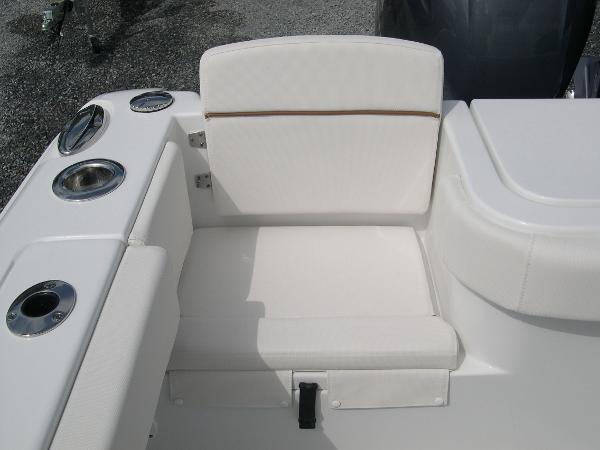 Gamefish 27 Forward Seat Photo 40