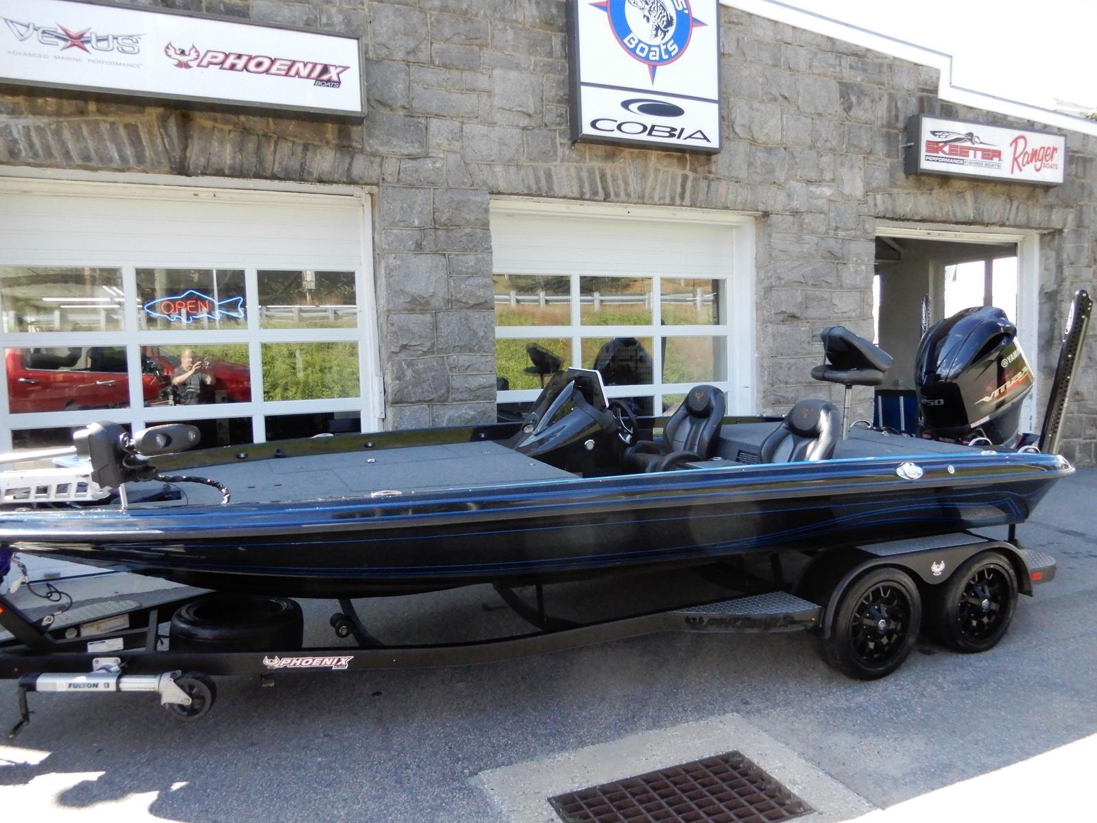 2017 Phoenix Bass Boats 921PHX