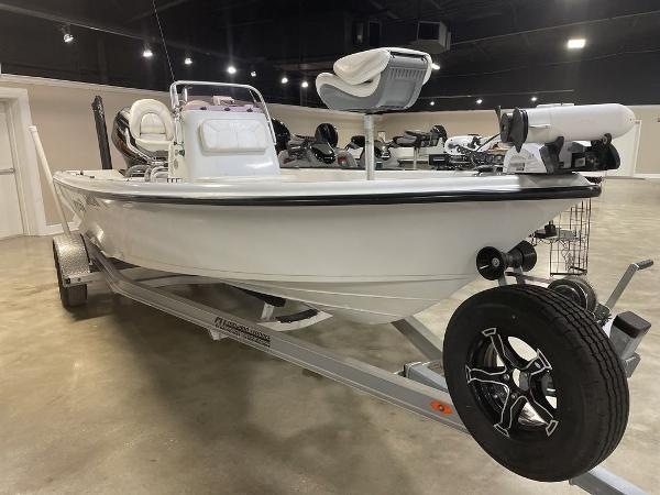 2018 Blue Wave boat for sale, model of the boat is 2000 SL BAY & Image # 2 of 15