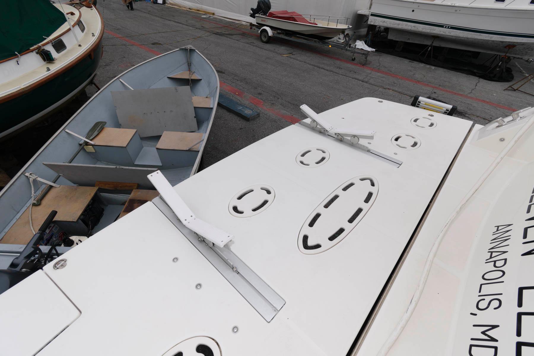 M 5888 WT Knot 10 Yacht Sales