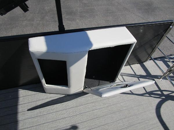 2021 Godfrey Pontoon boat for sale, model of the boat is SW 2286 SFL GTP 27 in. & Image # 24 of 27
