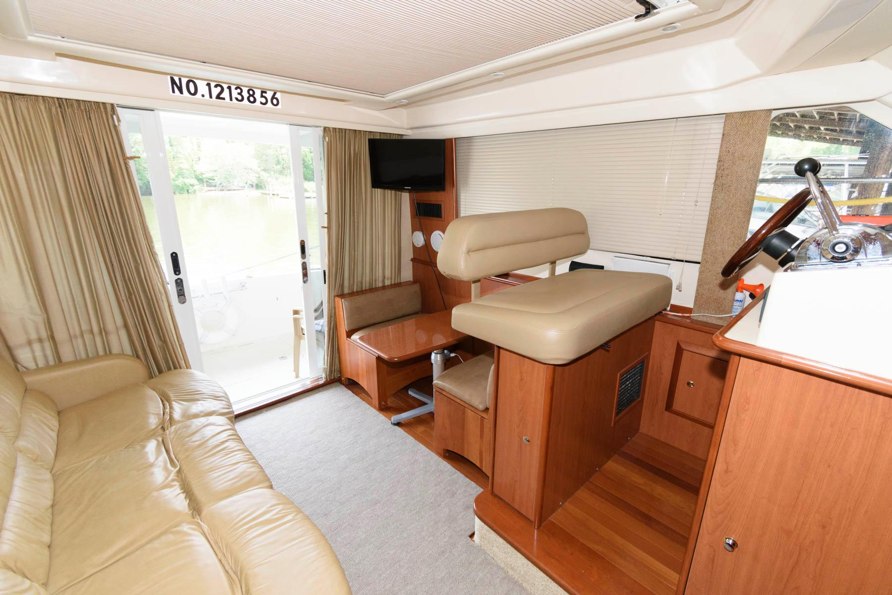 M 6215 MD Knot 10 Yacht Sales