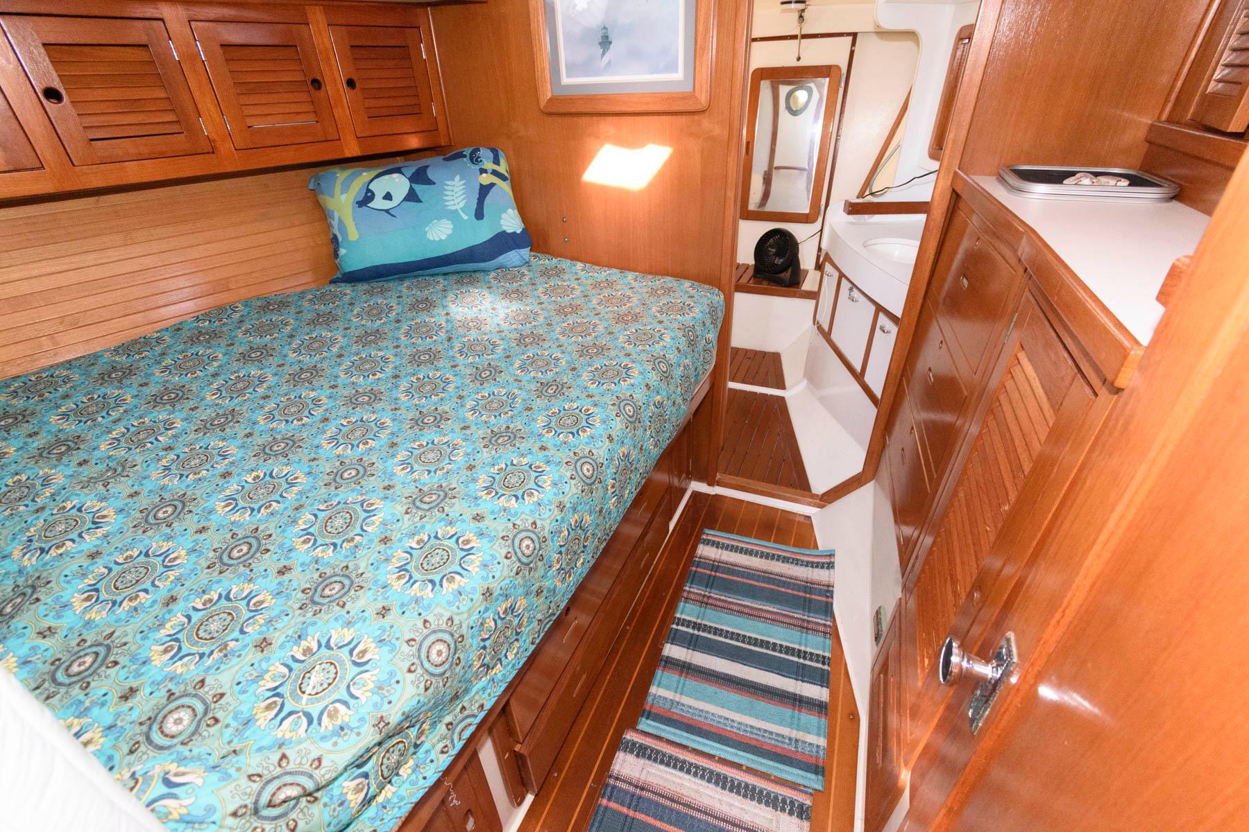 M 5832 PH Knot 10 Yacht Sales