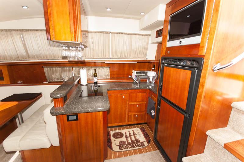 MA 6221 RF Knot 10 Yacht Sales