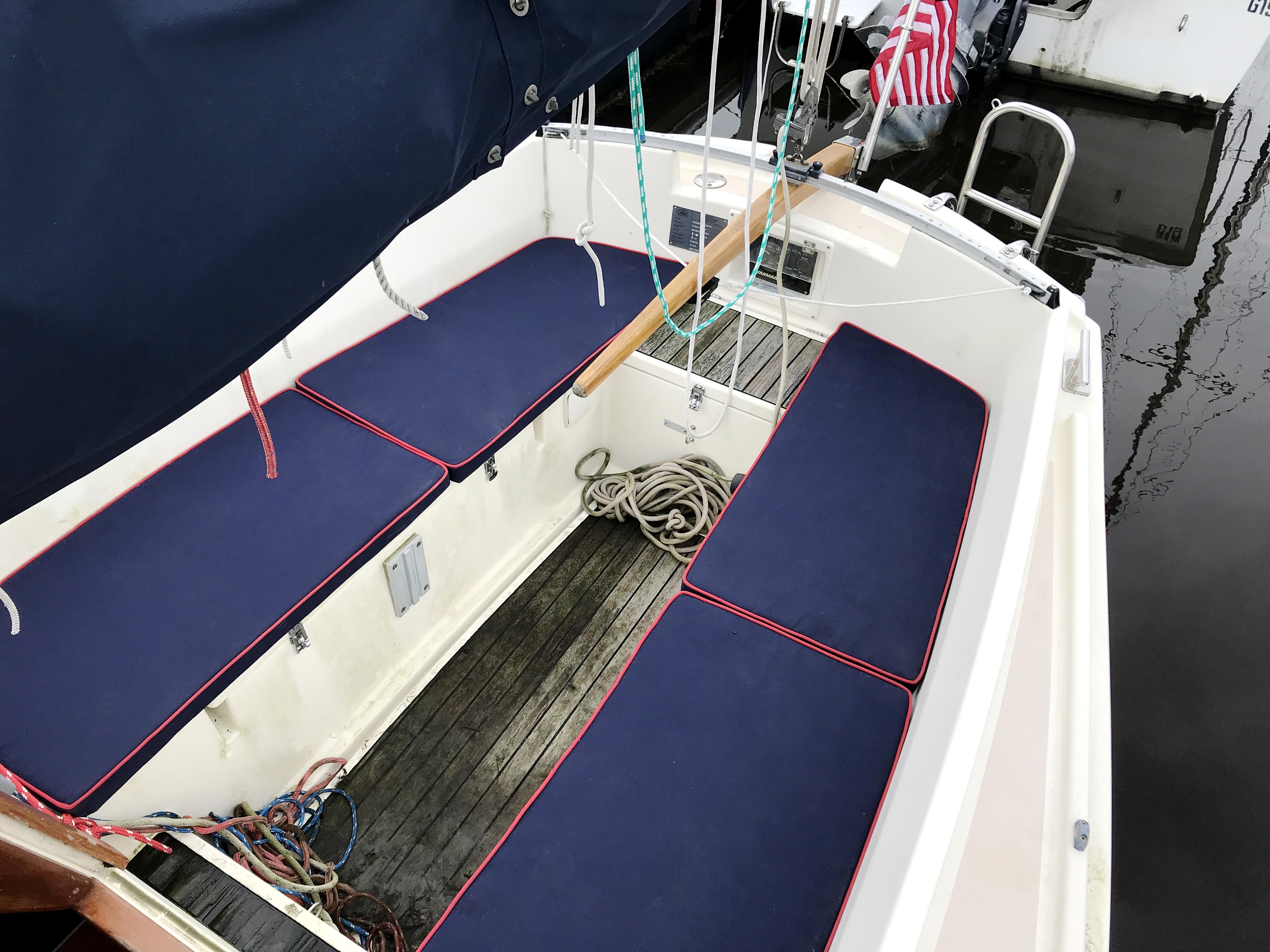 Cornish Crabbers Crabber 22 - spacious cockpit with center tiller