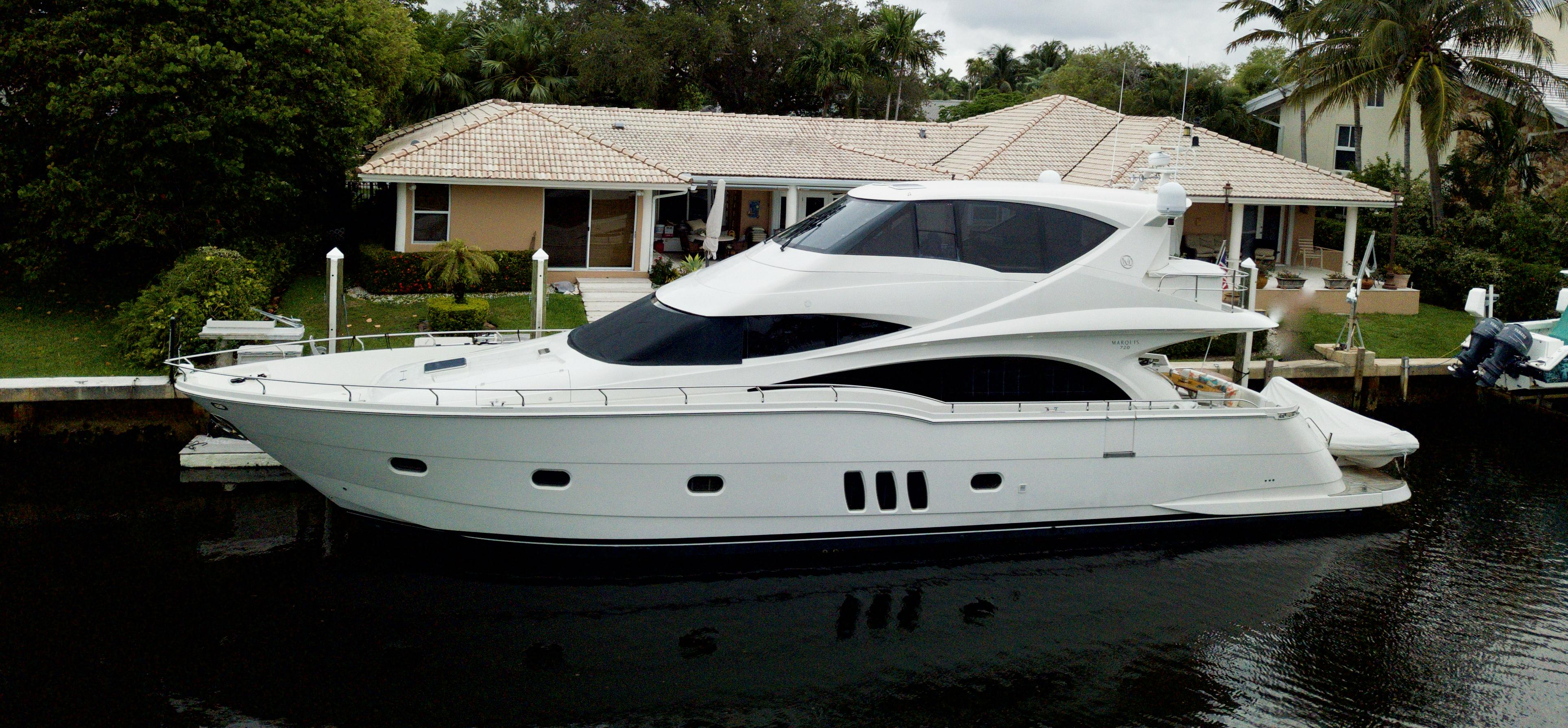 72' Marquis 2009