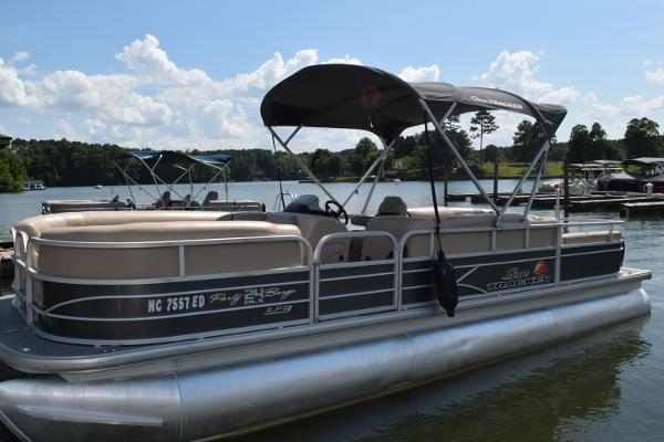 2016 Tracker Party Barge 24 RF XP3