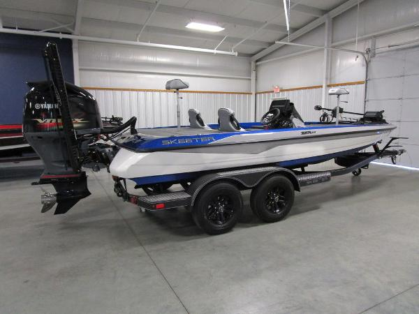 2021 Skeeter boat for sale, model of the boat is ZXR 20 & Image # 2 of 50