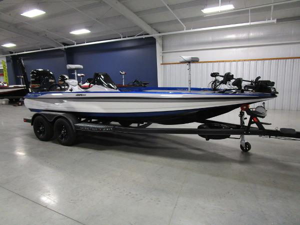 2021 Skeeter boat for sale, model of the boat is ZXR 20 & Image # 3 of 50